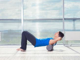 Pilates Rolle Übung Rücken
