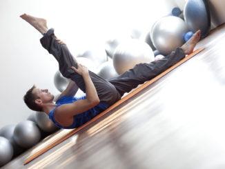 Pilates Mann Beine